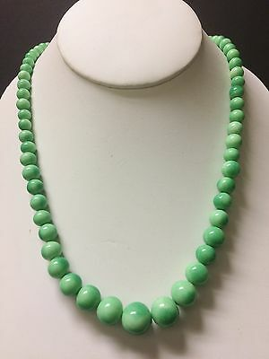 Vintage Antique Chinese Green Jade Jadeite Carved Stone Bead Necklace
