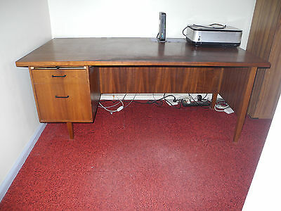 Office desk (large) with drawers