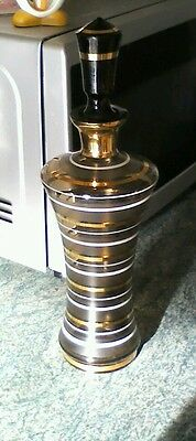 Art deco decanter with six classes