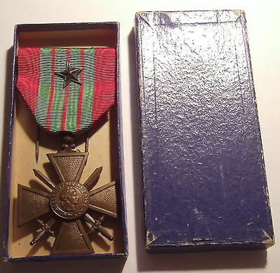 VINTAGE WW II French Croix de Guerre Military Medal 1939 Bronze STAR in Box