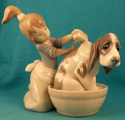 Lladro HOUND dog bathed by girl SPAIN 1987 Bashful Bather Excellent!!