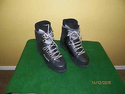 New Men's Scarpa Inverno Mountaineering Boots, Size Us 11.5, Black.