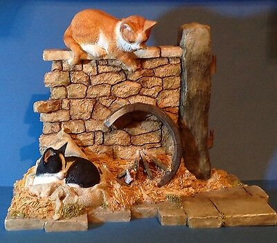 Large Sherratt & Simpson Kitten Pair By Wall With Hay 55550