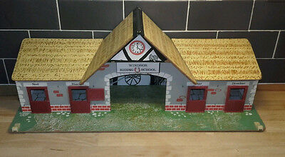 vintage * TOY WORKS (ENGLAND) * WINDSOR STABLES * 24th scale
