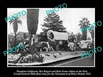 Old Historic Photo Of Roy Rogers & Dale Evans On Pasadena Parade Float 1954
