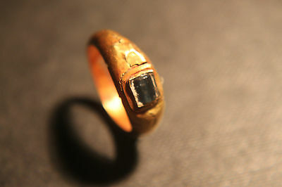 ANCIENT ROMAN GOLD FINGER RING WITH BLUE GLASS/STONE1st CENTURY BC/AD