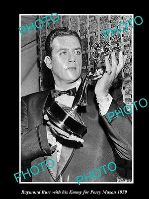 Old Large Historic Photo Of Raymond Burr Winning Emmy For Perry Mason 1959