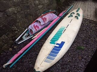 F2 Strato windsurfer long board complete with 2sails
