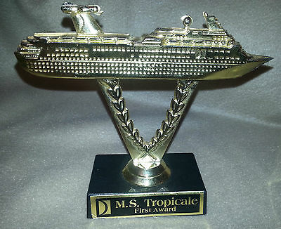 Model ship presented as prize on Carnival Tropicale