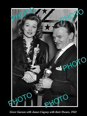 Old Large Historic Photo Of Greer Garson & James Cagney Receiving Oscars 1943