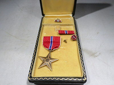 WWII VINTAGE US ARMY Bronze Star BOXED