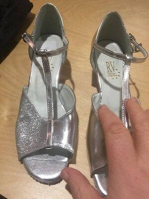 Ballroom Dance Ladies Shoes Only Worn A Couple Of Times Size 6 Silver
