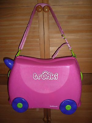 Trunki 'Trixie Pink Ride On Children's Suitcase with travel pilow