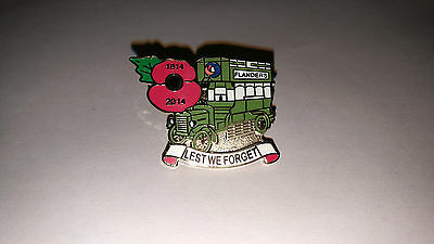 London Bus.. Pin Badge..poppy 1914 - 2014 ..lest We Forget.. Somme.. New