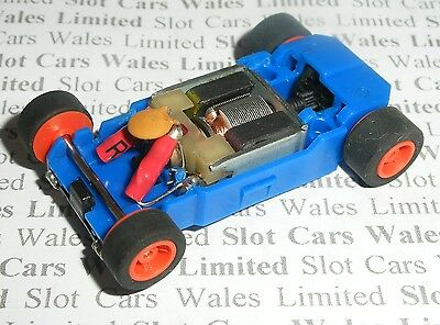 MICRO Scalextric - Rolling Chassis Blue - Narrow (Red Wheels)