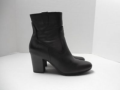 Womens Size 8M Clarks Bendables Black Leather Ankle Boots