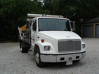 FREIGHTLINER FL70 DUMP TRUCK with only 15000 km.