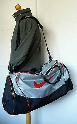 New Nike Sports Fitness Bag, Silver / Black / Red.