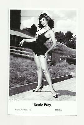 (N90) Glamour Bettie Page Swiftsure (333/300) Photo Postcard Film Star Pin Up