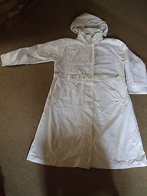 CATHEDRAL Ladies White Bowls, Showerproof, Lightweight Raincoat size Large