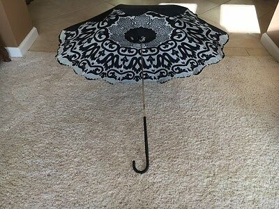 GORGEOUS VINTAGE FRENCH Umbrella with Lining and Scalloped Edge