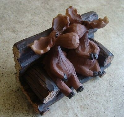 MOOSE COUPLE KISSING ON LODGE PORCH PARK BENCH Faux Wood Carved Cabin Figurine