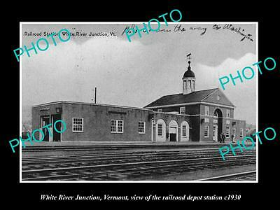 OLD LARGE HISTORIC PHOTO OF WHITE RIVER JUNCTION VERMONT,  RAILROAD DEPOT c1930