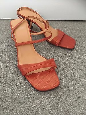 Ladies sandal size 5