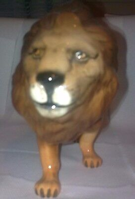 Beswick Lion - Facing Right-1056 Very Good Condition