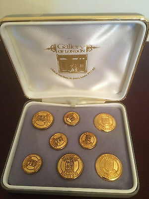 Beautiful Cased Set Of 8 Gilt Metal St Andrews Golfing Buttons