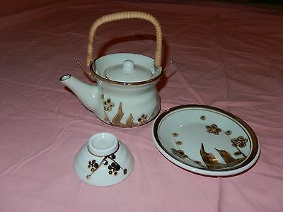 Chinese Tea Pot including Cup and Saucer: Green with pattern