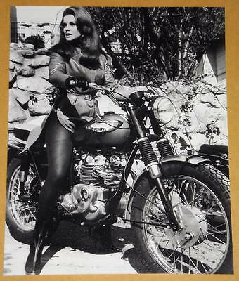 TRIUMPH MOTORCYCLE 1966 Photo ANN MARGRET The Swinger T100C T100SC Tiger 500 606