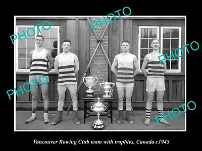 OLD LARGE HISTORIC PHOTO OF VANCOUVER CANADA, THE ROWING TEAM & TROPHIES c1945