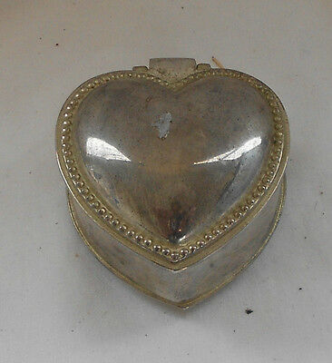 STUNNING Vintage Collectable SILVER PLATED HEART SHAPED DECORATIVE TRINKET BOX