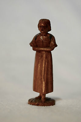 19th CENTURY C.1870 ANTIQUE BLACK FOREST GERMAN CARVED SMALL FEMALE FIGURE