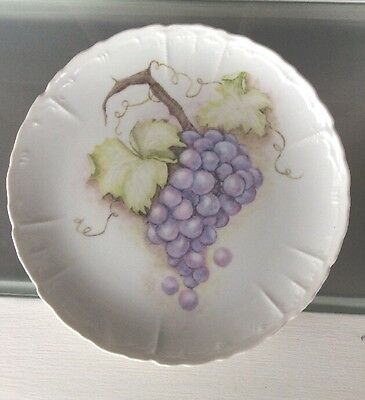 PORCELAIN WALL PLATE WITH HAND PAINTED Grape Bunch