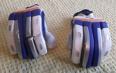 Slazenger Junior  Cricket Gloves - Right Handed