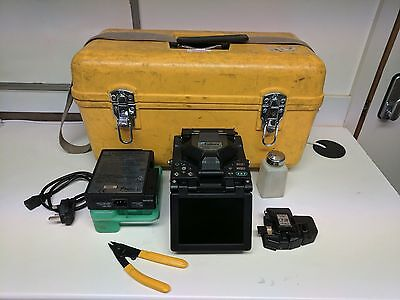 Fujikura FSM-17S Fixed V Groove Fusion Splicer with Cleaver Fully Working