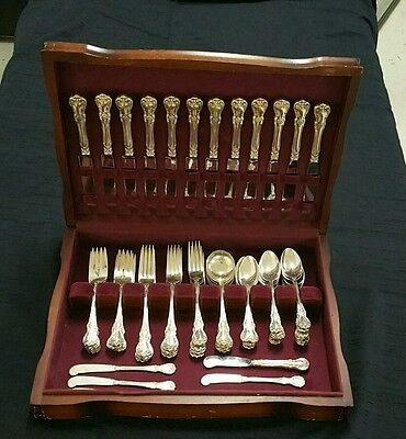 67 pc TOWLE OLD MASTER STERLING SILVER FLATWARE SET WITH BOX.