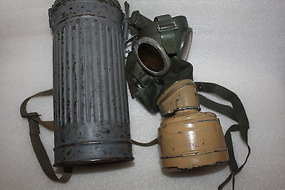German Wwii Era / Pattern Gas Mask And Metal Case With Webbing Strap