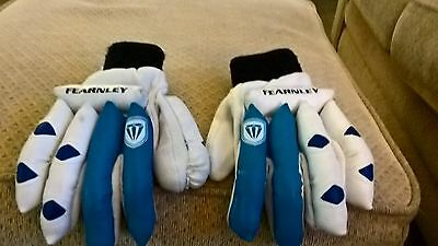 cricket gloves - right handed