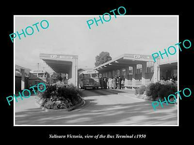 OLD LARGE HISTORIC PHOTO OF YALLOURN VICTORIA, VIEW OF THE BUS TERMINAL c1950