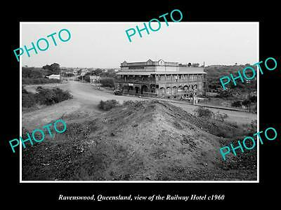 OLD LARGE HISTORIC PHOTO OF RAVENSWOOD QLD, VIEW OF THE RAILWAY HOTEL c1960
