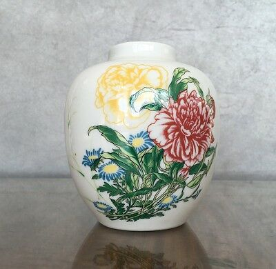 VINTAGE Round CHINESE PORCELAIN White Vase Flowers EXCELLENT CONDITION