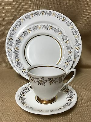 """BEAUTIFUL VINTAGE ROYAL ALBERT """"Gold & Silver"""" Grapevine CUP, SAUCER & 2 PLATES"""
