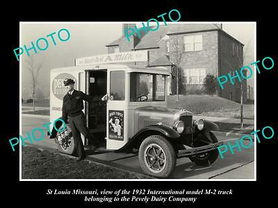 OLD LARGE HISTORIC PHOTO OF St LOUIS MISSOURI, THE PEVELY DAIRY MILK TRUCK c1932