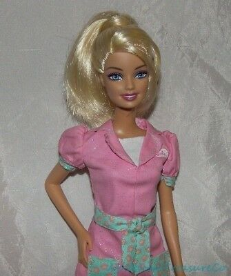 2009 Barbie I CAN BE PET VET ANIMAL DOCTOR Blonde Doll w/Aqua Eyes & Paws Outfit