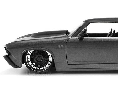 """1969 Chevy Chevelle SS """"CUSTOM"""" 1:24 Scale Diecast Model"""
