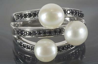 A SOLID STERLING SILVER CULTURED PEARL & CREATED BLACK DIAMOND RING size O/P 7.5