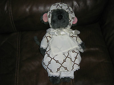 VINTAGE   1980s  ROLAND RAT  DRESSED LIKE LITTLE RED RIDING HOOD LOVELY COND